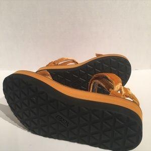 21d8f536d9d Teva Shoes - Teva Women s Velvet Leather Flatform Sandals